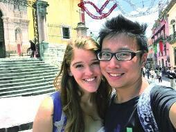 """昨天是西安小伙何江海的生日,今年30岁的他最近结束了为期3年多的环球旅行,除了饱览世界各地的风景名胜外,还解决了他的""""终身大事""""——他把美国女朋友带回了西安,这让他的家人高兴得合不拢嘴。"""