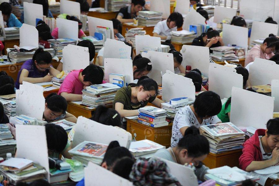 临近高考的这几天,学生都在摸底考试中度过.