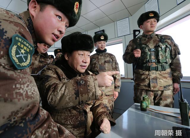 习近平视察中蒙边境哨所 与战士共同执勤(图)