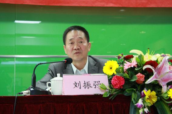 刘振强不再担任新疆维吾尔自治区政协党组成员