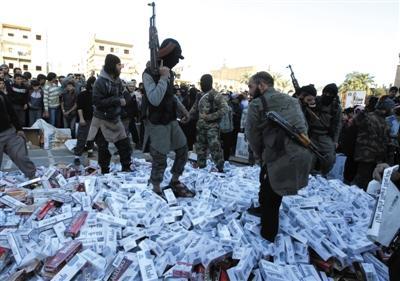 """伊拉克恐怖组织""""治国术"""":屠杀异己 拉登忌惮"""