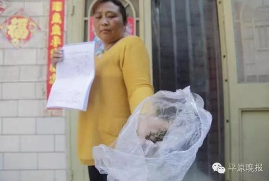 河南一女子术后散发恶臭 煎熬20天地体掉出纱布