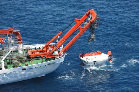 """""""蛟龙""""号首个试验性应用航次遭遇恶劣海况"""