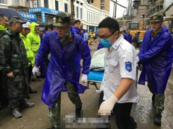 浙江温州民房倒塌现场救出13人 其中8人已遇难