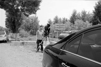 """神十凌日""""路过""""北京上空 须用专业望远镜拍摄"""