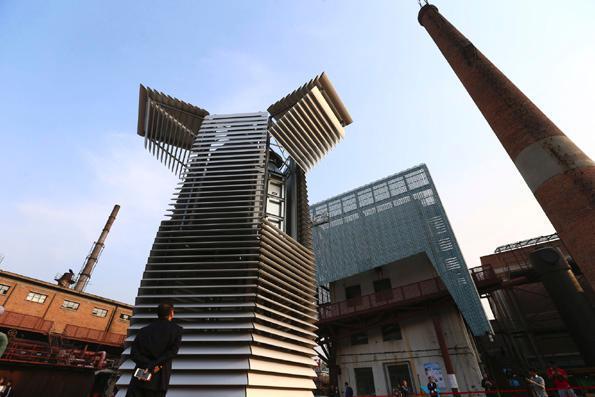 雾霾净化塔在京调试测试 每小时净化3万立方米