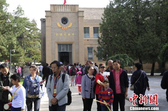 国庆长假5天中国旅游消费超4千亿 返程高峰启动