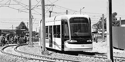 东非第一条城市轻轨试运行 由中方承建(图)