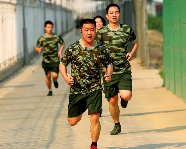 百名机关永利游戏官网警官加强体能训练:每天1小时