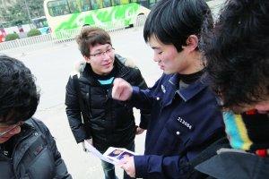 南京警方重点排查城北居民区搜索抢劫案疑犯