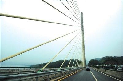"""湖南路桥承建多座大桥已塌 被称""""塌桥公司"""""""