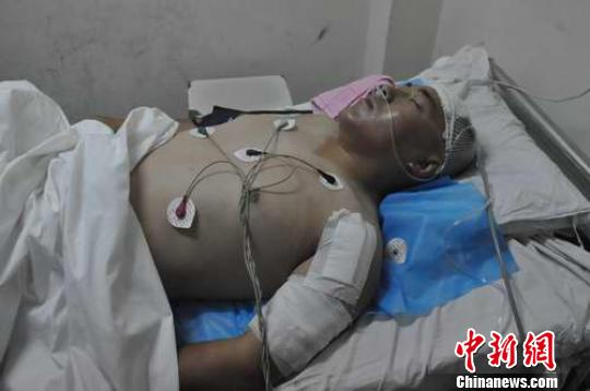 河北邯郸交警执勤遇袭被砍11刀 嫌犯被刑拘(图)