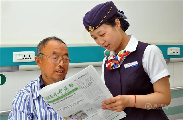 """组图:江苏一医院推""""空姐""""护士服务 经航空公司培训"""