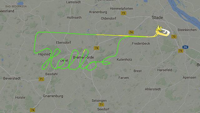 """英媒:神秘飞行员德国上空飞出""""你好""""路线"""