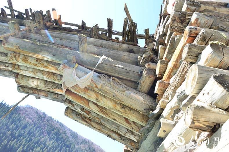 阿坝现上百年伸臂桥 被称为藏区 历史桥