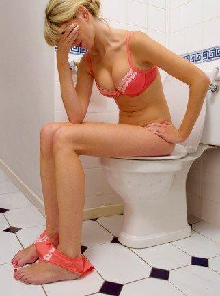 女生上厕所时间长图片