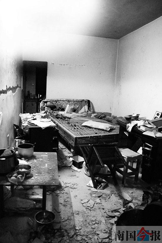 闻到煤气还开灯 柳州一居民楼爆炸致3人受伤