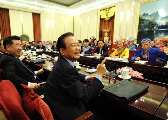 3月9日,中共中央政治局常委、国务院总理温家宝参加十一届全国人大五次会议广西代表团的审议。新华社记者 刘建生 摄