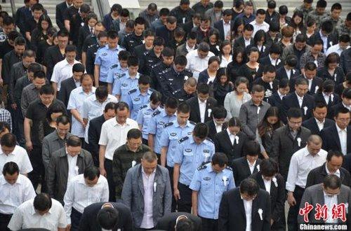 北川人哀悼芦山地震遇难同胞:更好地生活下去
