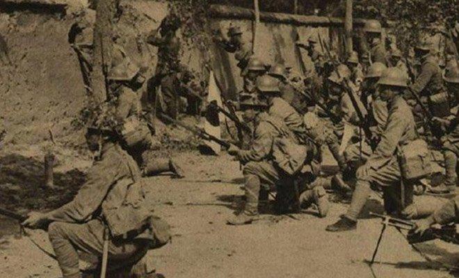 1937年9月10日,在中国平汉线战场的日军士兵。