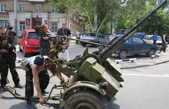 乌军与民间武装重开战端 称至少打死250名民兵