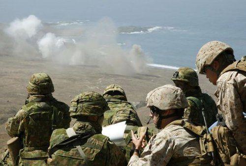 日美在冲绳举行团结夺岛军演 日方担任行动指挥