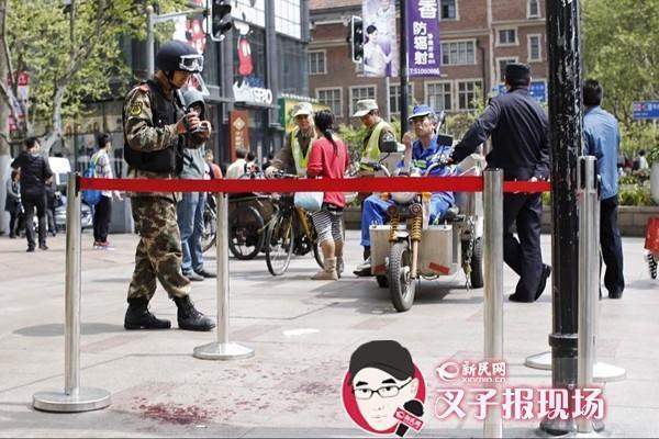 上海人民广场砍人事件现场:外国男子挺身而出