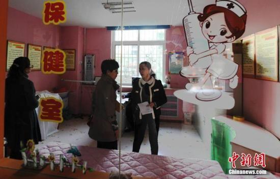图为该幼儿园接受官方调查。中新社发 杨艳敏 摄