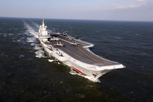 海军辽宁舰编队通过台湾海峡