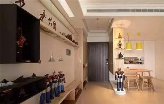 户型空间较小,因此在功能区分上要多下些功夫,家里的地板可用统一颜色