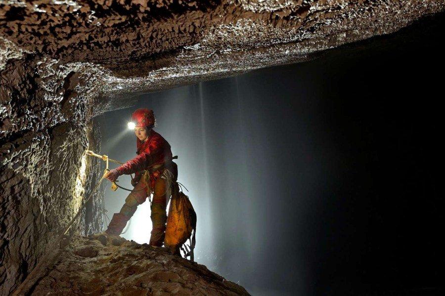 美国探险家在中国重庆发现巨大洞穴