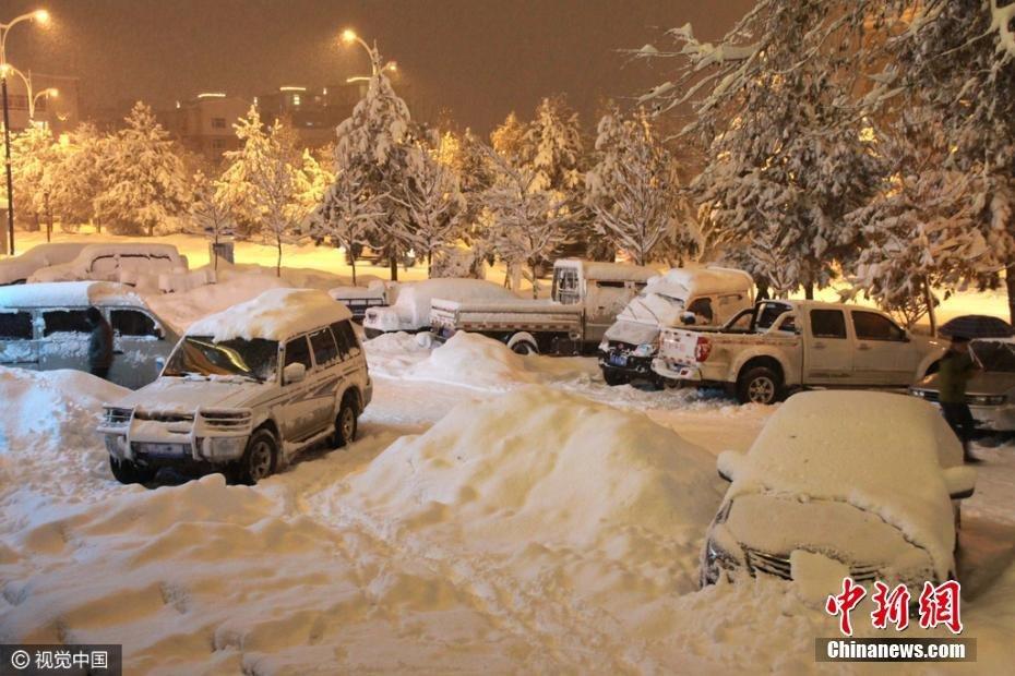 【图片新闻】新疆阿勒泰迎持续暴雪 街头车辆被雪埋 - 耄耋顽童 - 耄耋顽童博客 欢迎光临指导