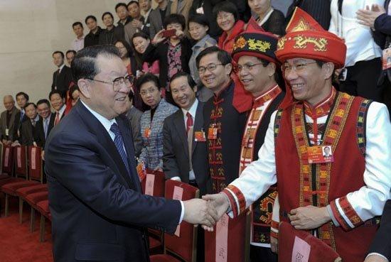 3月9日,中共中央政治局常委李长春参加十一届全国人大五次会议海南代表团的审议。新华社记者 张铎 摄