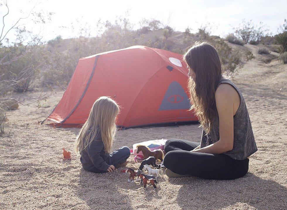【耄耋收藏】年轻母亲背3岁女儿爬遍美国名山(图) - 耄耋顽童 - 耄耋顽童博客 欢迎光临指导
