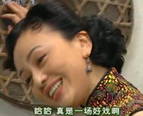 新闻哥吐槽:男子送玫瑰求婚,花竟被吃货女友给炒了……心塞!图片