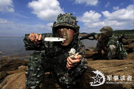 时长:1'1'' 播放:1499 来源:腾讯视频 中国特种部队添新援 首支女子