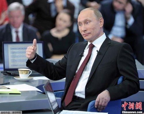 资料图:12月15日,俄罗斯总理弗拉基米尔·普京在电视、广播、网络直播节目中与普通民众直接交流,回答提问。俄罗斯国家杜马选举成为话题之一。