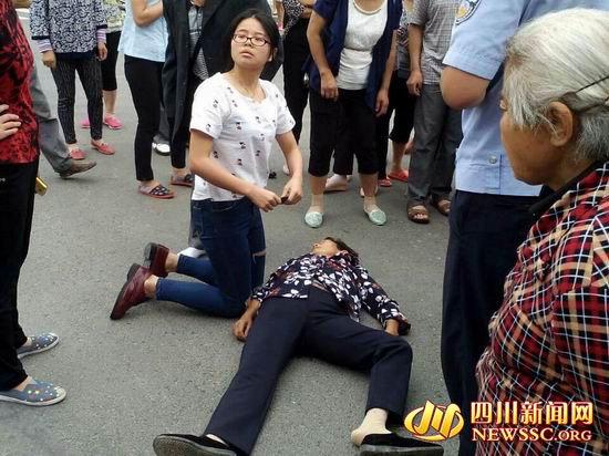 女子遇车祸昏迷 陌生女孩人工呼吸救人不留名 - 海阔山遥 - .