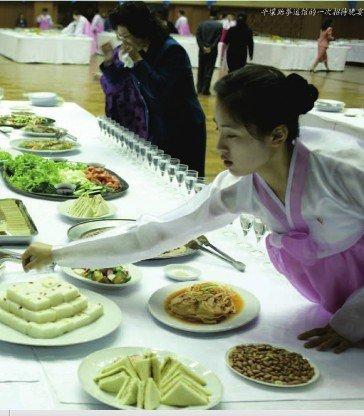 中国记者亲历朝鲜官方宴会: 肉食被一抢而光(图)