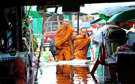 泰国洪水形势恶化 曼谷监狱关闭犯人转移(图)