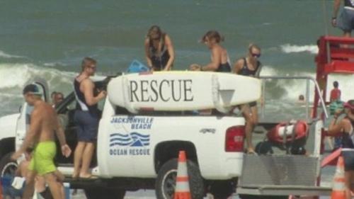 10岁女孩遭鲨鱼袭击 重回海中勇救小伙伴(图)