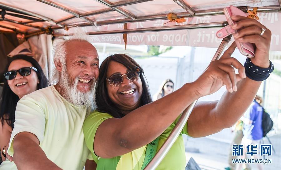中国60岁农民骑三轮车到巴西追逐奥运 - 海阔山遥 - .