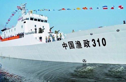 渔政310在南海逼退3艘追捕中国渔船的外国炮艇