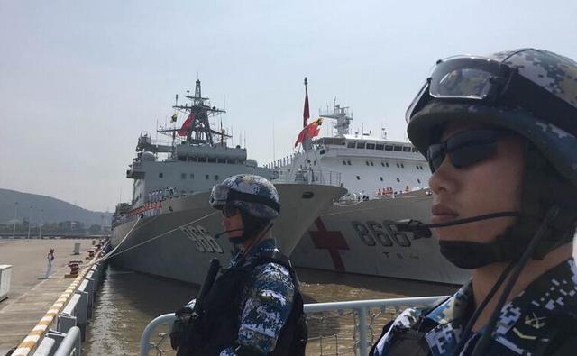 中国海军舰艇编队起航参加环太军演