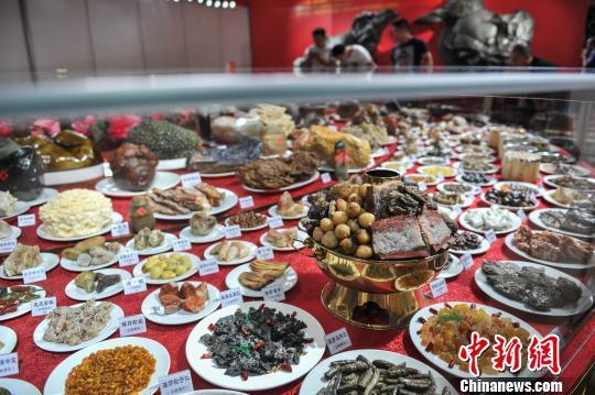天价奇石宴亮相昆明 一桌标价高达29.8亿元