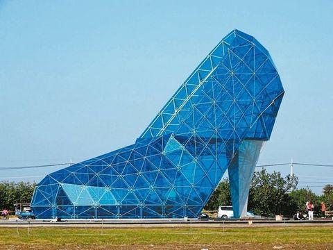 """台湾""""高跟鞋教堂""""完工 未开放已引来如潮游客"""