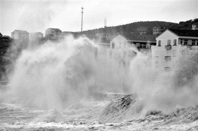 强台风菲特与天文大潮重合 浙江局地海浪高12米