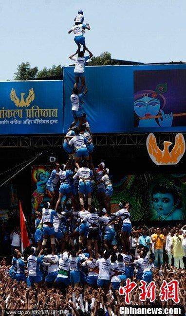 当地时间2013年8月29日,印度,建摩斯达密节期间,民众扮成克