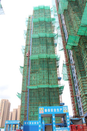 """烈日下的坚守——""""腾讯房产公益行""""致敬一线建筑工人"""