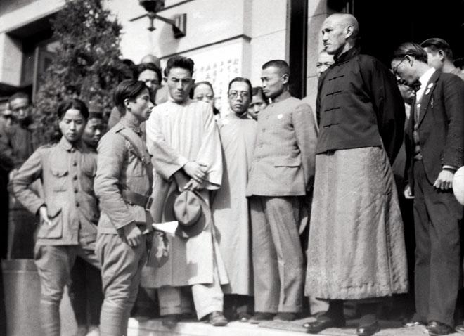 九一八事变后,蒋介石在南京接见戎装要求北上抗日的青年学生